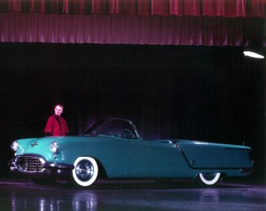 Oldsmobile_Starfire_Convertible_Show_Car_3