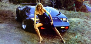 Vector_W2_Twin_Turbo_1988-89_Fashion-shots_01