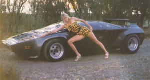 Vector_W2_Twin_Turbo_1988-89_Fashion-shots_03