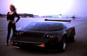 Vector_W2_Twin_Turbo_1988-89_Fashion-shots_08