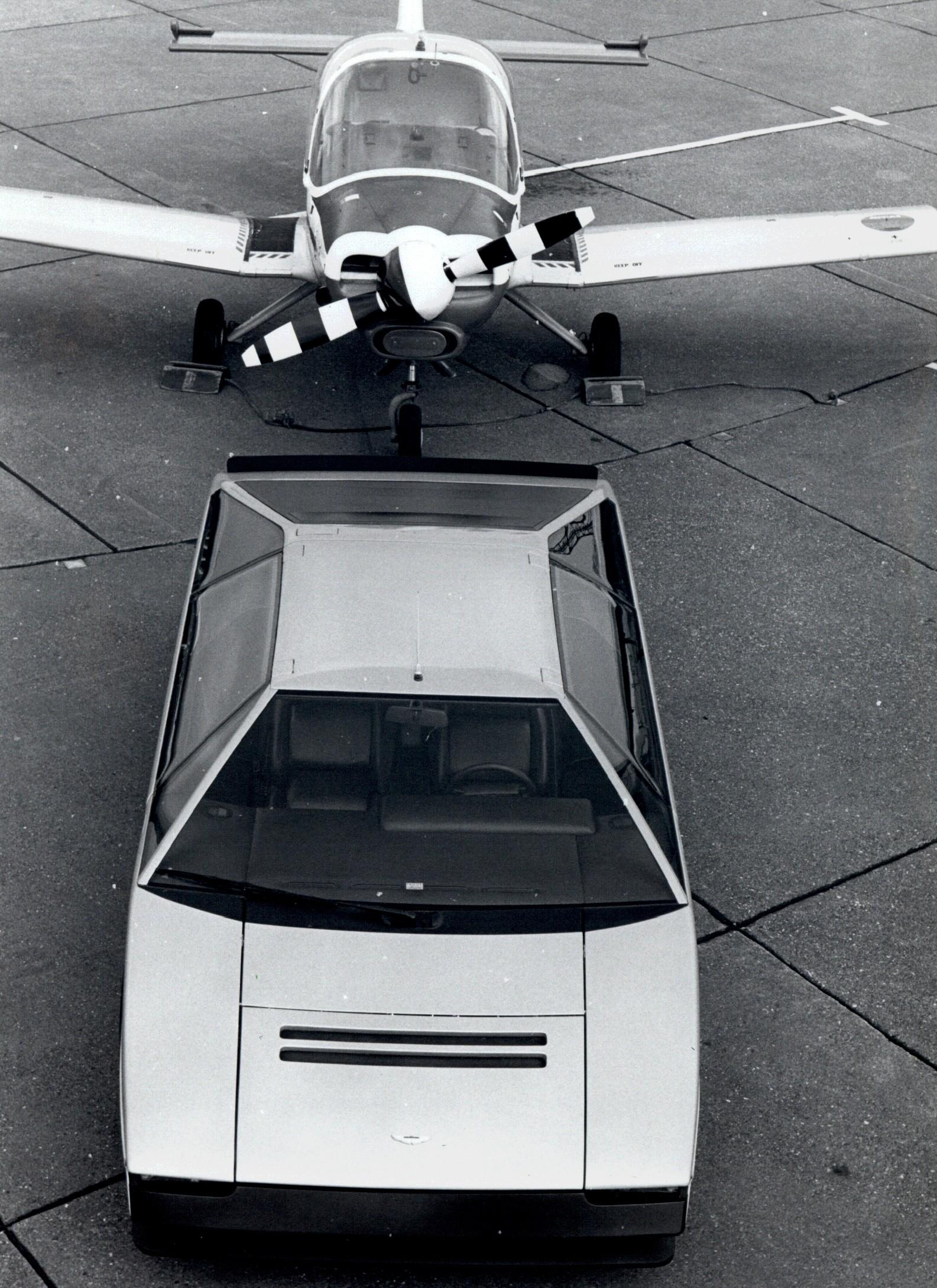 Aston Martin Bulldog 1980 Old Concept Cars