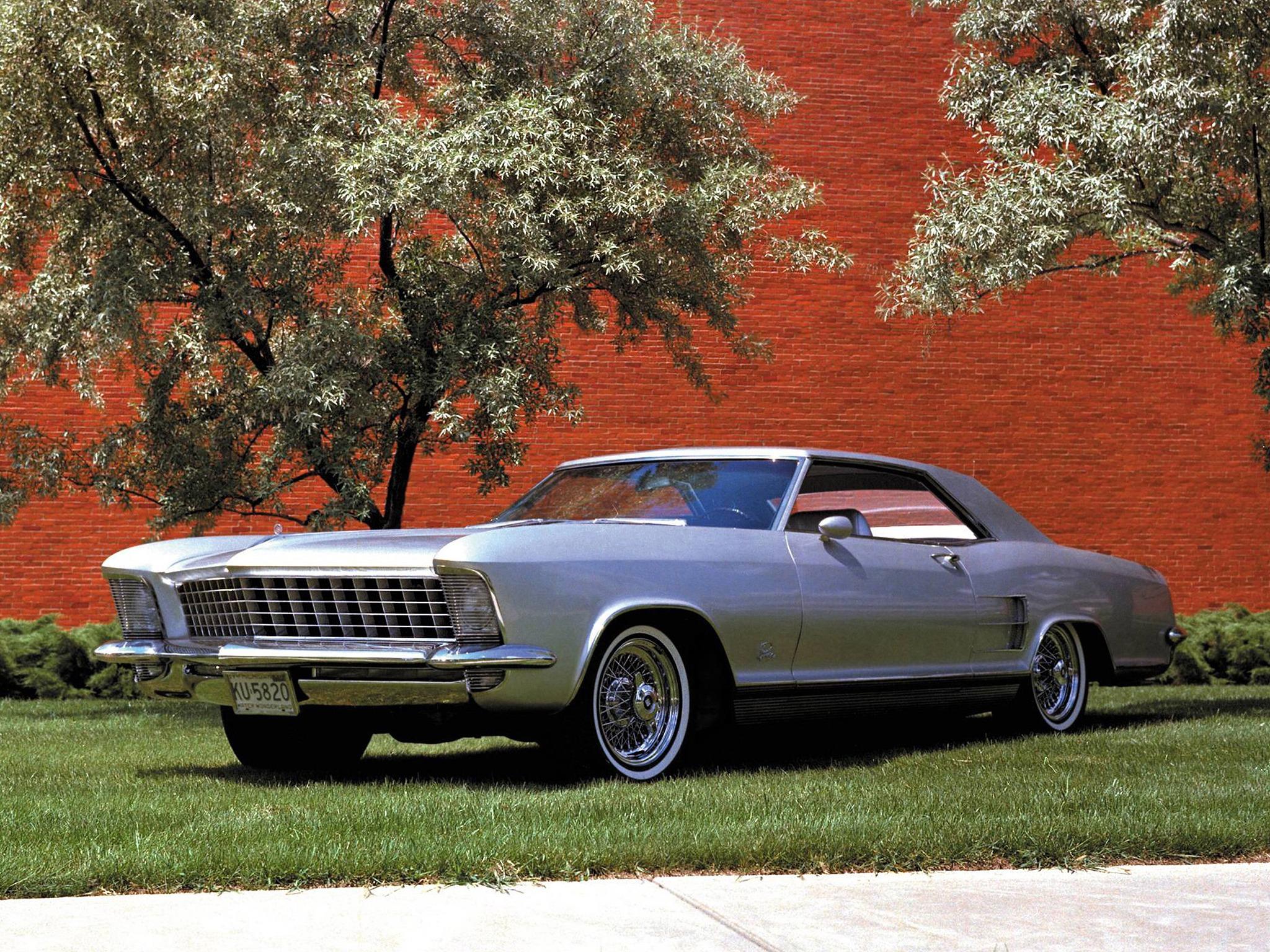 http://oldconceptcars.com/wp-content/uploads/buick_riviera_silver_arrow_concept_car_1.jpg